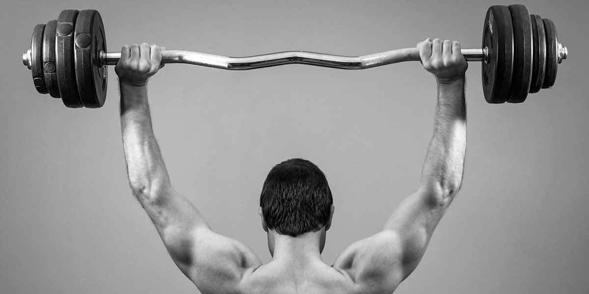 maksimal kuvvet ölçümü çalışması yapan sporcu görseli
